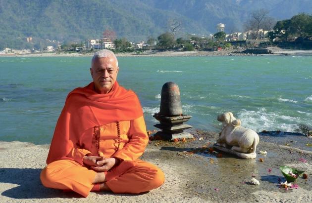 H.H. Sat Guru Amrita Súryánanda Mahá Rája - Saiba mais sobre o Guru Jí