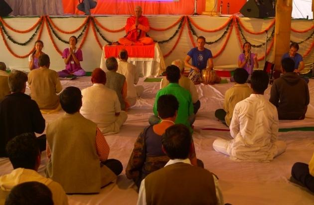 Mahá Sádhaná ministrado pelo Guru Jí durante o International Yoga Festival - rshikesh, Índia - 2013, Março