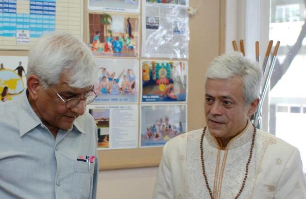 Visite de Om Prakash Tiwari - Administrateur du Keivalydhama Institute -  au Siège National de la Confédération Portugaise du Yoga - 2009