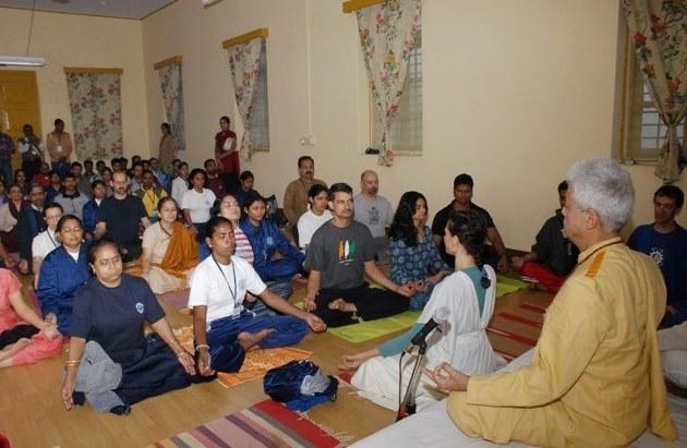 Mahá Sádhaná ministrado pelo Guru Jí no  Keivalyadhama Yoga Institute, Lonavala, Índia - 2009, Dezembro