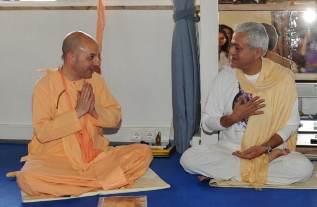 Visita de Svámin Yadunandana  - ISKCON Hare Krshna -