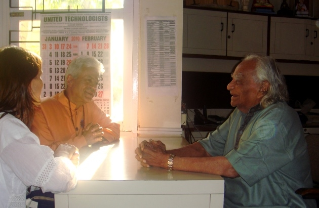 Meeting with H.H. B.K.S. Iyengar Jí Mahá Rája  - Pune, India - 2009, December