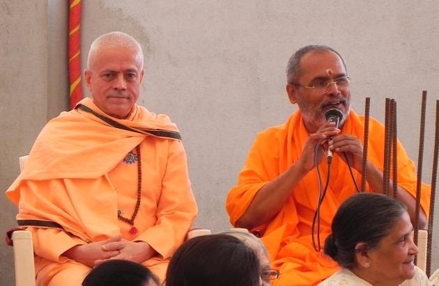 Shivarathri avec H.H. Mahā Mandaleshvara Svāmin Paramātmānanda Sarasvatī Mahā Rāja - Rajkot, Inde - 2011, mars