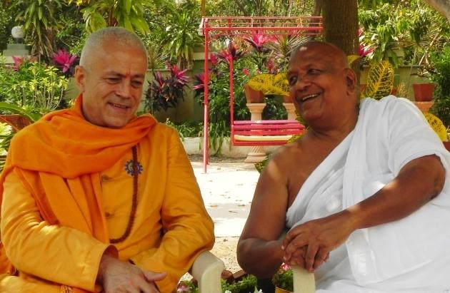 Encontro com Shrí Svámin  Munishri Kirtichandrají, Founder of  Shantiniketan Áshrama - Valsad, Índia - 2011