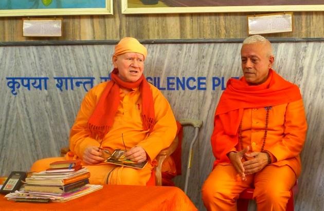 Encontro com H.H. Svámin Vimlánanda Sarasvatí Mahá Rája - Shivánanda Áshrama, rshikesh, Índia - 2013, Março