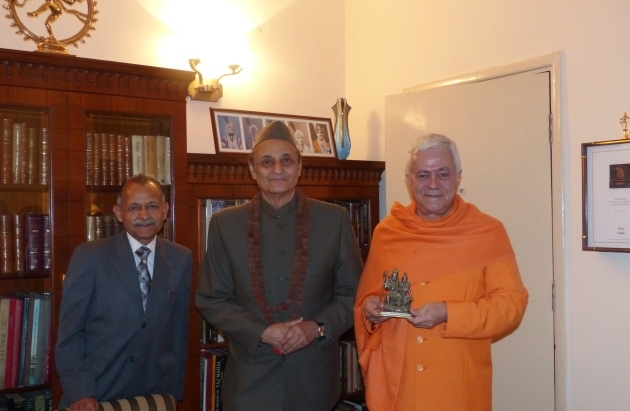 Meeting with Karan Singh, Adviser of Manmohan Singh, Former Prime Minister of India India, Dillí - 2013, December