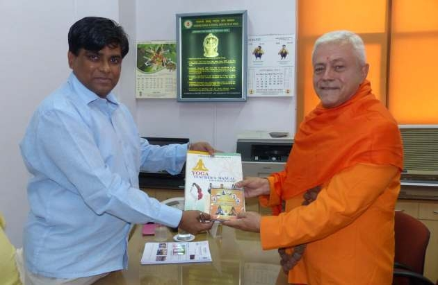 Meeting with the Yoga Director of Ayush Departement - Dr. Ishwar Basavaraddi India, Dillí - 2014, October, 10th