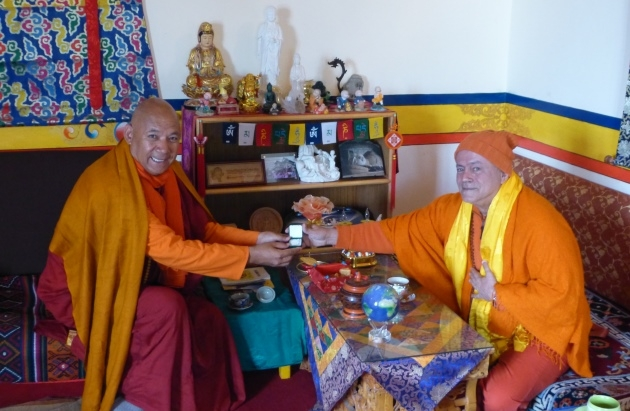 Encuentro con H.H. Venerable Bhikkhu Sanghasena, Mahabodhi International Meditation Centre, Leh / Ladakh, Jammu y Kashemira, India - 2017, junio