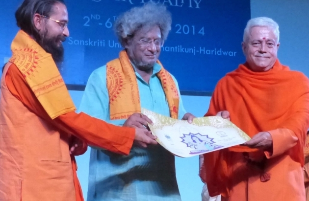 Attribution of the Title of Grand International Yoga Master and Keilasha award to Dr. Pranav Pandya - 2014, October