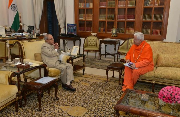 Meeting with Hon'ble President of India Pranab Mukherjee, Rashtrapati Bhavan, New Dillí - 2016, May