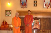 Meeting with Svámin Súryaprakash - Bihar School of Yoga, Munger, India - 2010, January