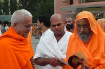 Meeting with H.H. Pujya Svámin Dayánanda Sarasvatí - rshikesh, India - 2013, March
