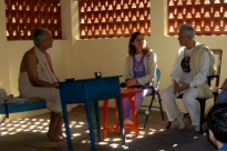 Meeting with H.H. Shrí Svámin Maheshánanda Jí Mahá Rája - Keivalyadhama Yoga Institute, Lonavala, India - 2008