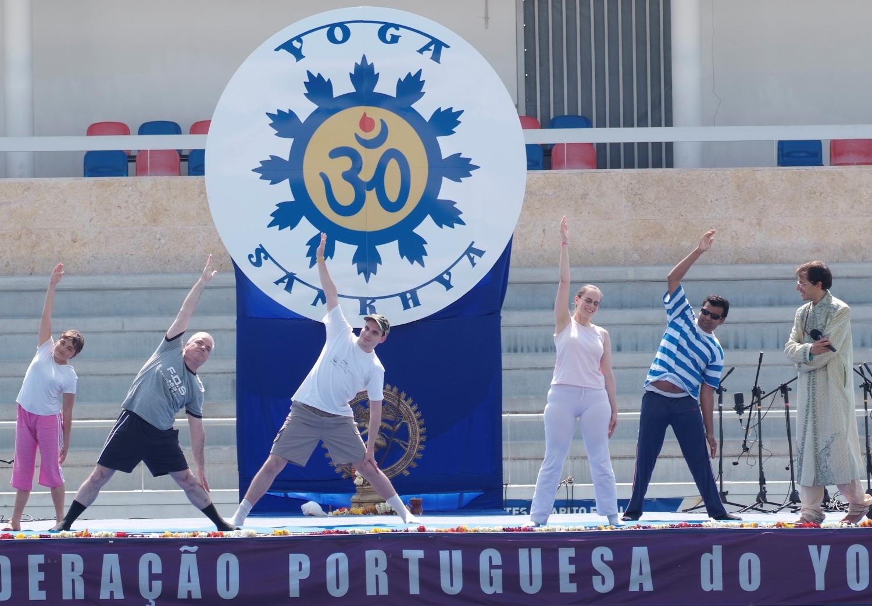 Turma de Invisuais do Professor Vítor Moreira em apresentação de Ásana no Dia Internacional do Yoga 2010 - Almada - Portugal