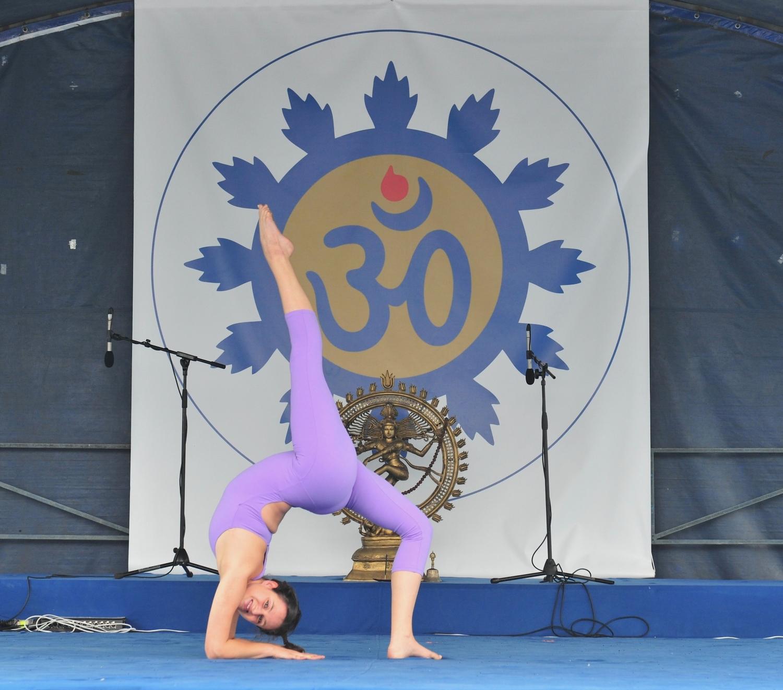 Demonstração do Yoga Tradicional Avançado pelo Pashupati - Instr. Marta Vasconcelos