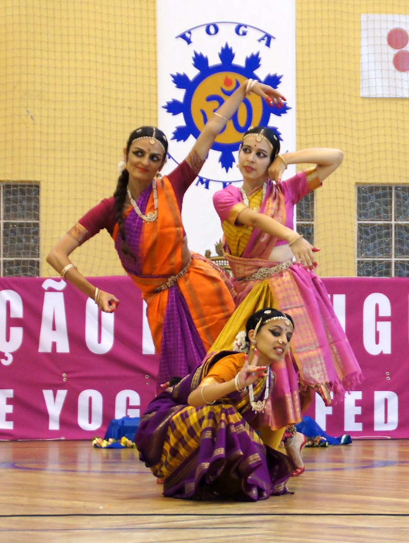 Apresentação de Bháratanathyam pelo Shiva Rája - International Day of Yoga 2014, Cascais