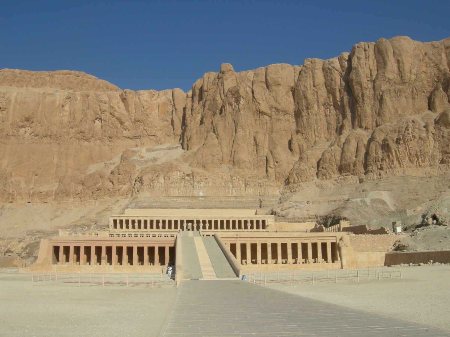 Hatshepsut Palace - Valley of the Kings / Valley of the Queens