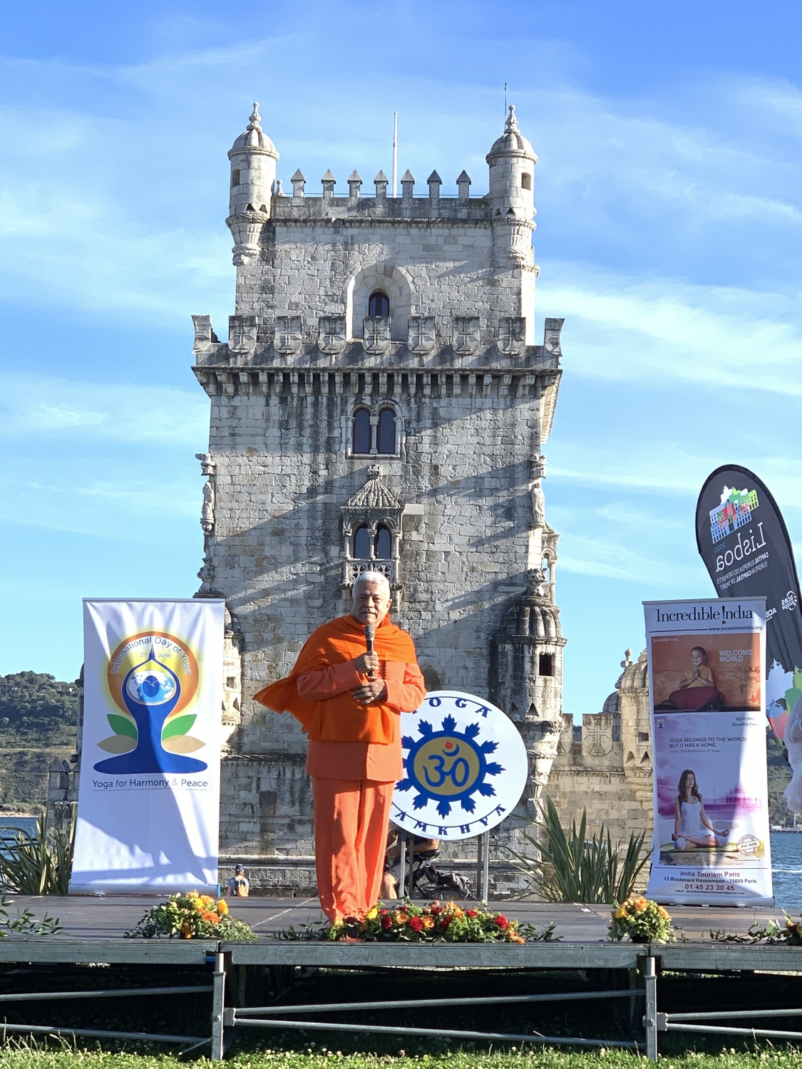 IDY - 2019, June, 21st - Belém - H.H. Param Guru Amrta Súryánanda Mahá Rája President of the European Yoga Confederation and of the Portuguese Yoga Confederation