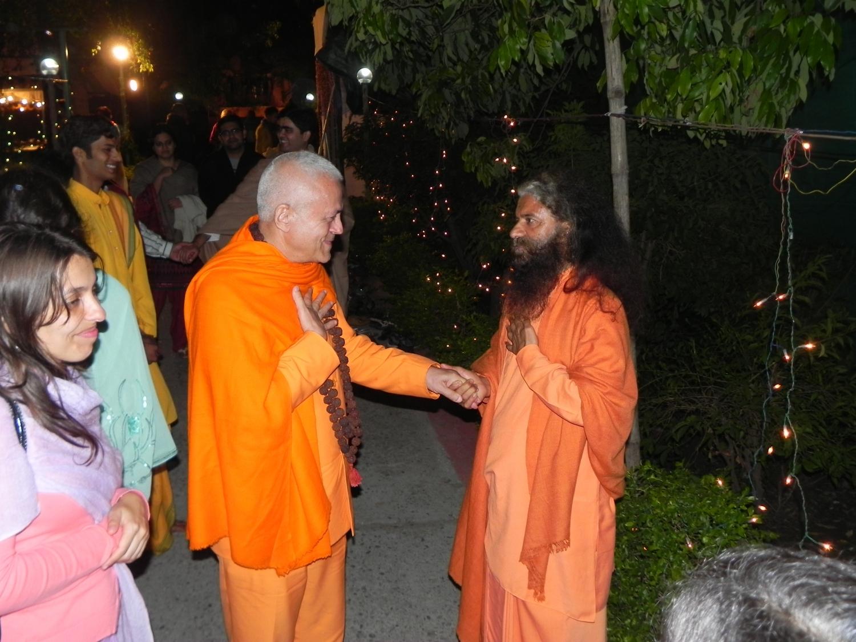Avec H.H. Pujya Svámin Chidanand Sarasvatiji Maharaj, rshikesh, Inde