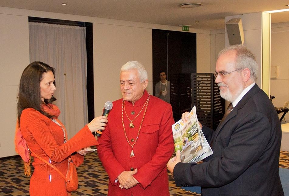 H.H. Jagat Guru Amrta Súryánanda Mahá Rája e Sváminí Chandra Deví com Dr. José Maria da Cunha Costa, Presidente da Câmara Municipal de Viana do Castelo