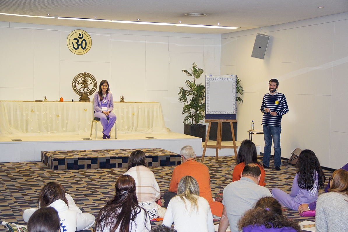 Workshop de Desenho 'Quem vê Rostos vê Corações' (Prof. Vyása)
