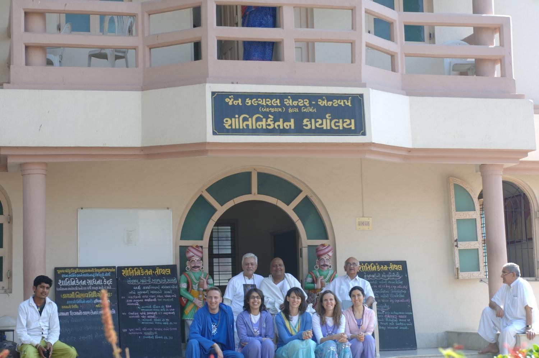 Encontro H.H. Jagat Guru Amrta Súryánanda Mahá Rája com Shrí Svámin  Munishri Kirtichandrají, Founder of  Shantiniketan Áshrama - Valsad, Índia – 2008