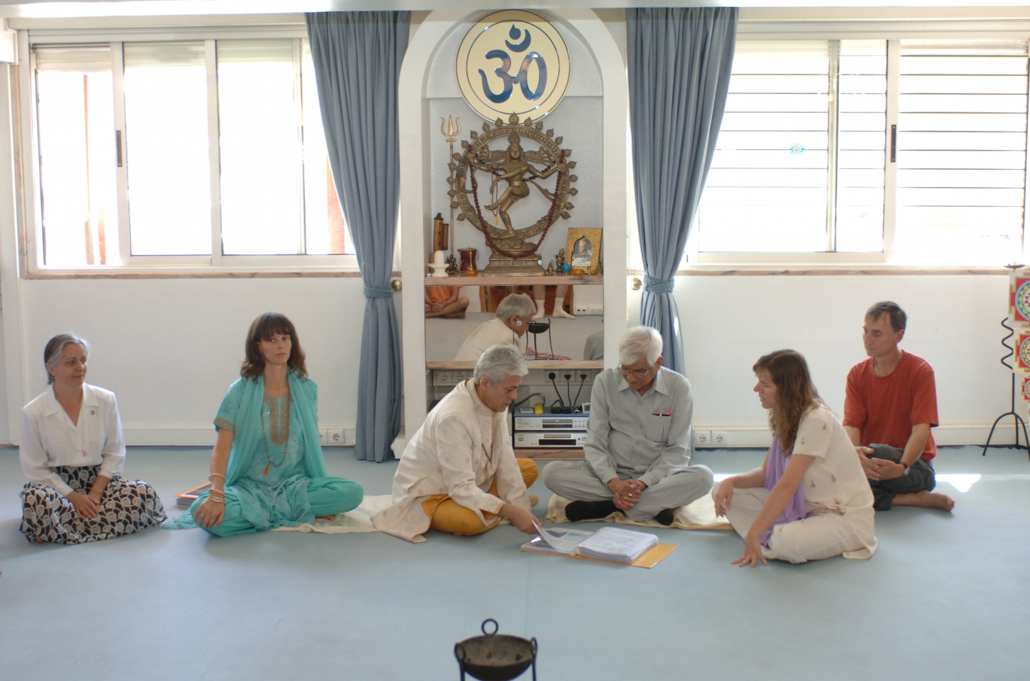 Visit of Om Prakash Tiwari - Keivalydhama Institute -  at the Headquarters of the Portuguese Yoga Confederation – 2009