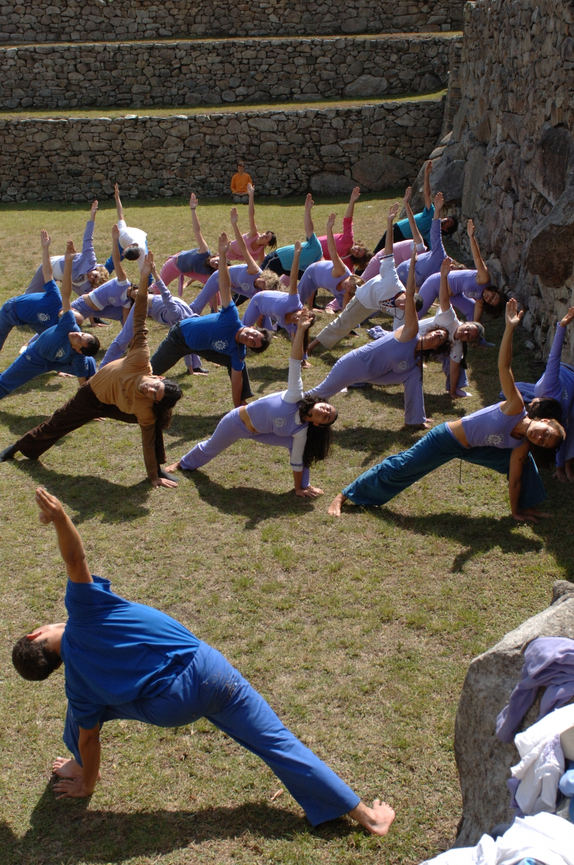 Prática do Yoga - Mahá Shakti Namaskára - Machu Picchu - Perú