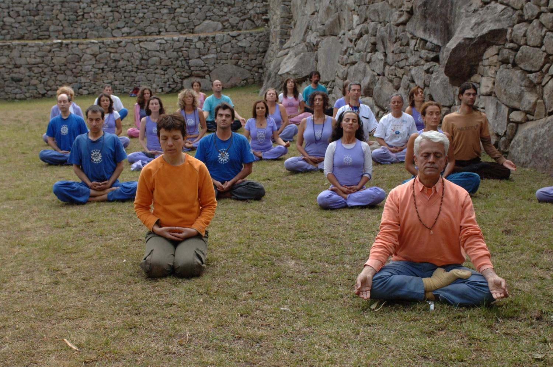 Prática do Yoga (Dhyána) - Machu Picchu - Perú