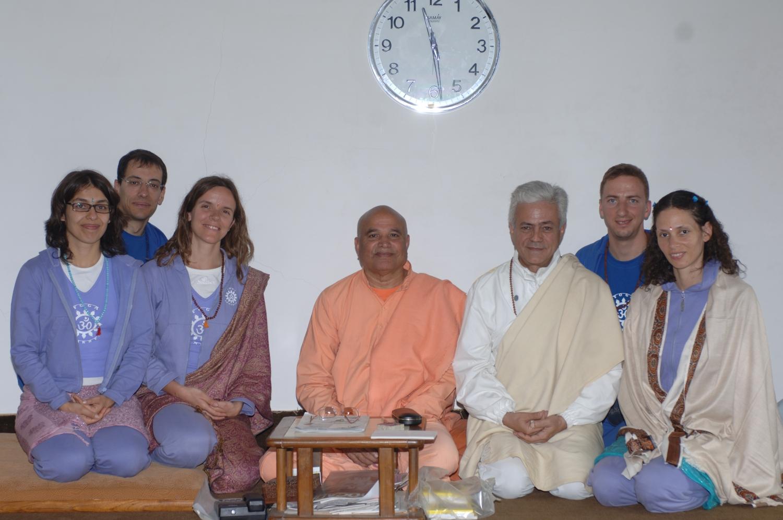 Com H.H. Svámin Yogasvarupánanda