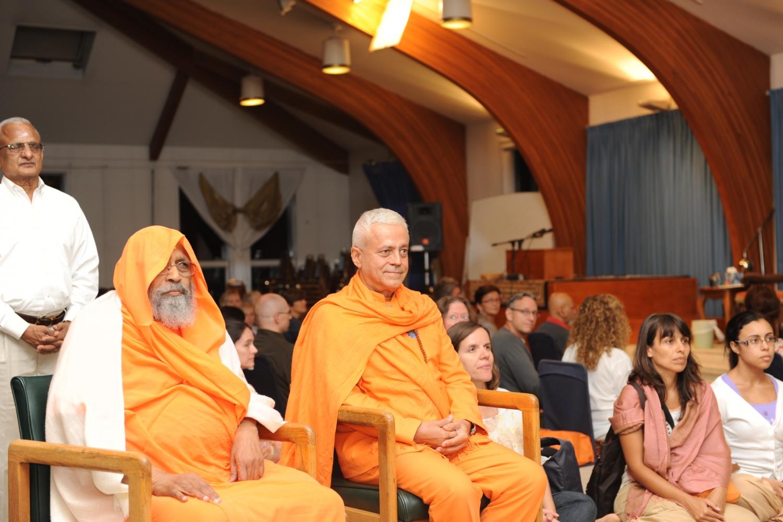Rencontre de H.H. Jagat Guru Amrta Súryánanda Mahá Rája avec H.H. Pujiya Svāmin Dayānanda Sarasvatī - Svāmin Dayānanda Āshrama, Pennsylvania - 2012, septembre