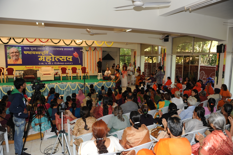 60 Aniversario de H.H. Mahá Mandaleshvara Svámin Paramátmánanda Sarasvatí Mahá Rája