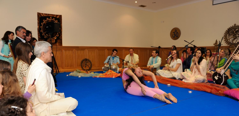 A Excelência do Pashupati - Demonstradores do Yoga Tradicional Avançado