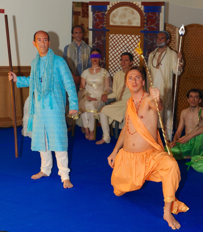 'Mahá Bhárata' pelo Máyá - Grupo de Teatro Amador e Didático