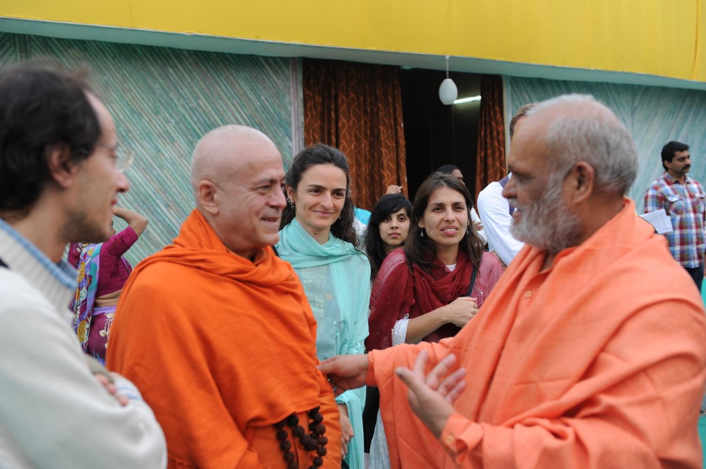 H.H. Jagat Guru Amrta Súryánanda Mahá Rája e Mahá Mandaleshvara H.H. Vishveshvaránanda Giri Jí Mahá Rája - Mahá Kumbhamela, 2013, Fevereiro
