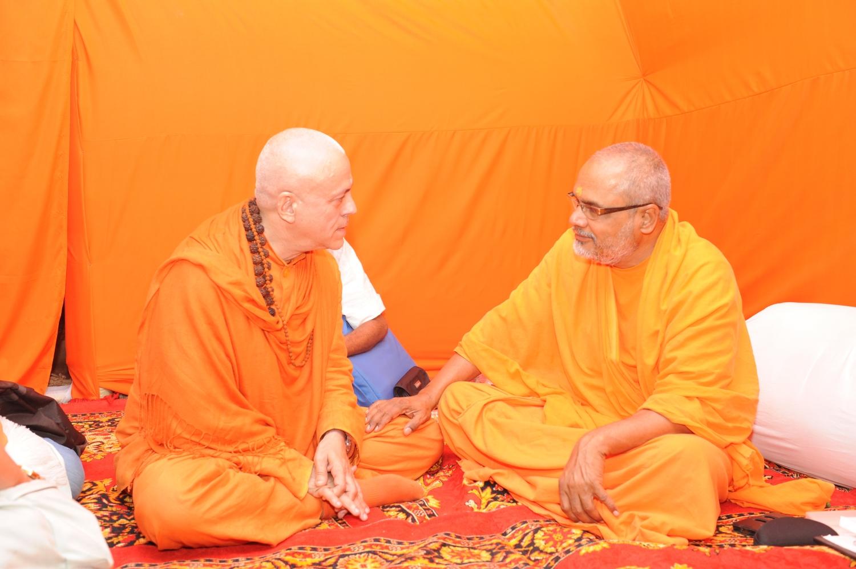 H.H. Jagat Guru Amrta Súryánanda Mahá Rája e H.H. Svámin Paramatmánanda Sarasvati - Mahá Kumbhamela, 2013, Fevereiro