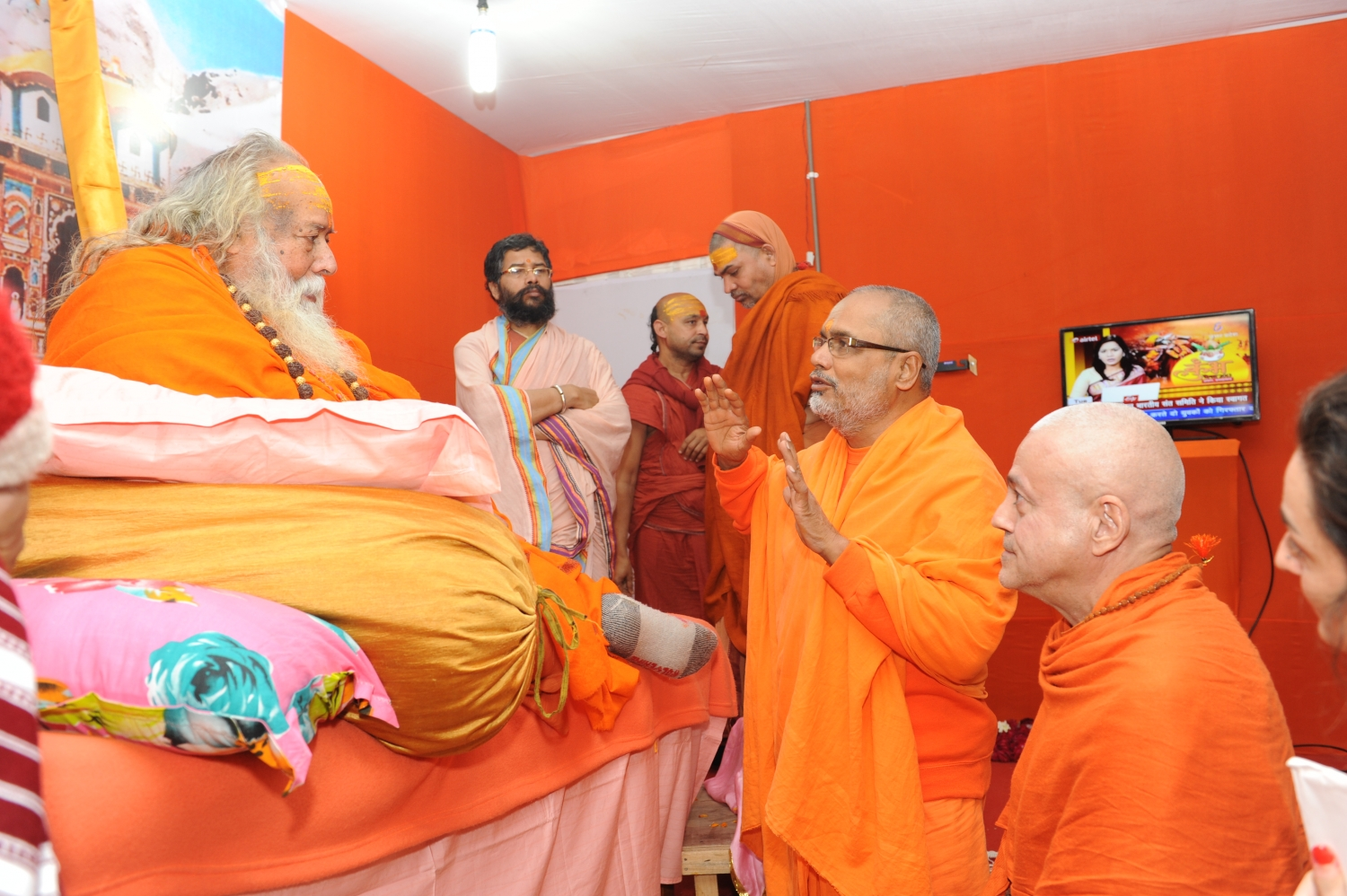 Meeting with Jagadguru Shankaracharya Shri Swami Swaroopananda Saraswati Ji Maharaj from Dwarka Sharada  and Badri Jyotish Peetham - Mahá Kumbhamela, 2013, February