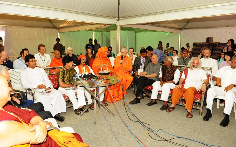 H.H. Jagat Guru Amrta Súryánanda Mahá Rája :