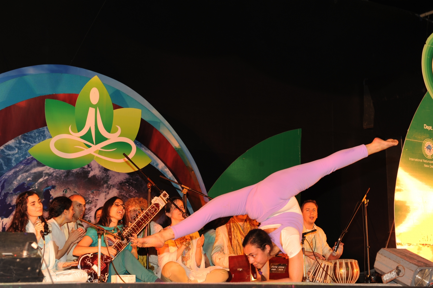 Apresentação do Omkára e do Pashupati - International Conference on Yoga and Naturopathy - Bengaluru, Índia - 2012, Fevereiro