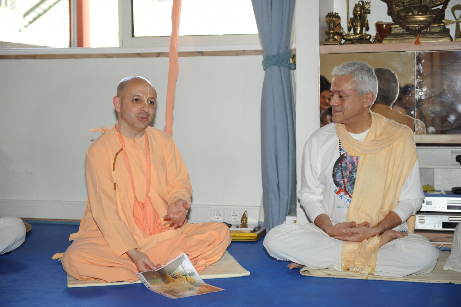 Visit of Svámin Yadunandana  - ISKCON Hare Krshna -  at the Headquarters of the Portuguese Yoga Confederation – 2010
