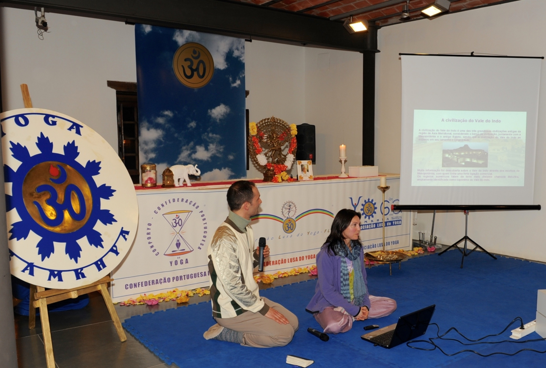 Conferência sobre a Civilização Drávida, apresentada pela Professora Gítá da Confederação Portuguesa do Yoga