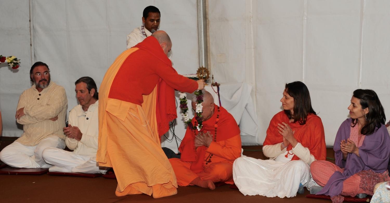 Homenagem a H.H. Jagat Guru Amrta Súryánanda Mahá Rája