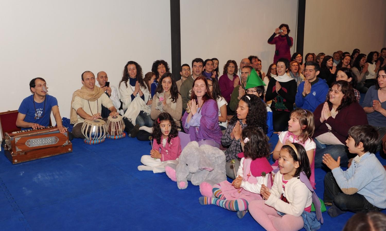 Apresentação de Mantra pelas Crianças