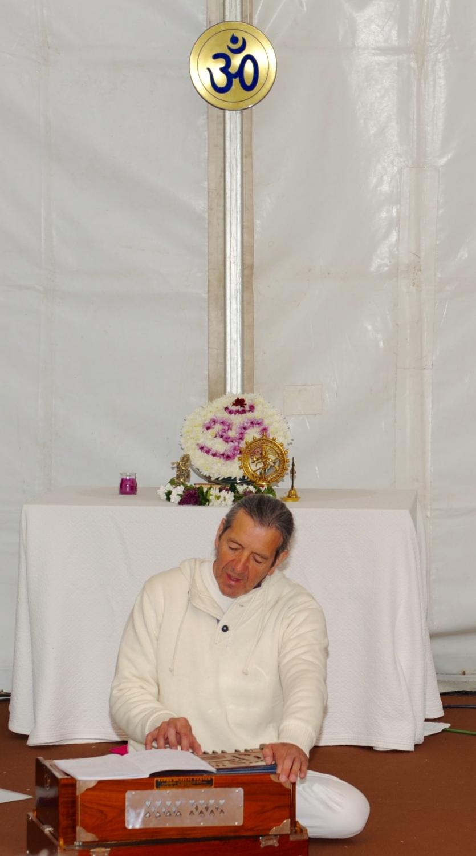 Apresentação de Mantra pelo Maestro Surabhi