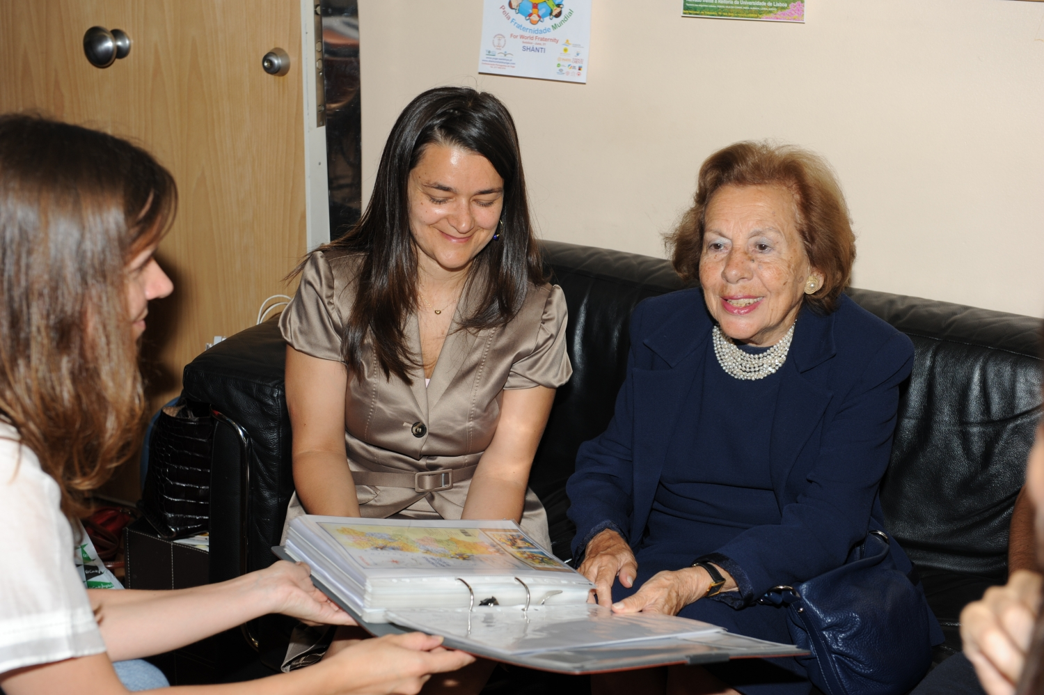 Visit of Dr.ª Maria Barroso at the National Headquarters of the Portuguese Yoga Confederation, Lisboa – 2010