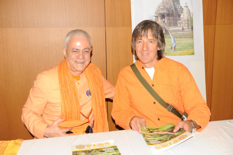 Com o Maestro Surabhi, Presidente da FEYS - Federación Española de Yoga Satsanga