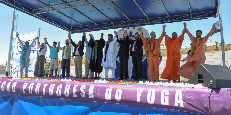 International Day of Yoga 2013, Lisboa - Os representantes das Principais Religiões dão as mãos em nome da Paz