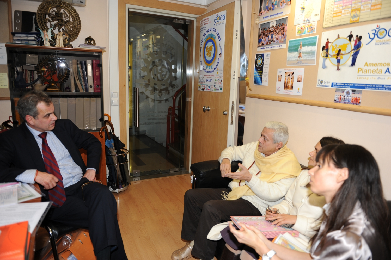 Visite de S.E. Jorge Roza de Oliveira - Ambassadeur du Portugal en India - au Siège Nacional de la Confédération Portugaise du Yoga