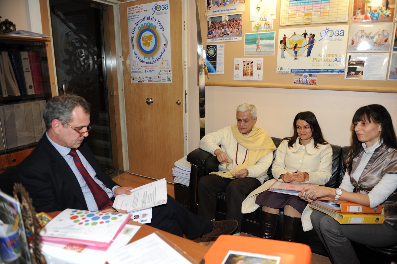 Visita de S.E. Jorge Roza de Olveira - Embaixador de Portugal na Índia - na Sede Nacional da Confederação Portuguesa do Yoga