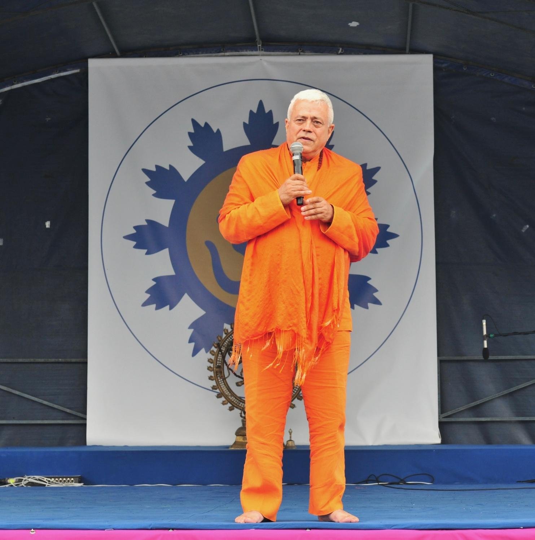 H.H. Jagat Guru Amrta Súryánanda Mahá Rája, proponente - en 2001 - del Día Internacional del Yoga